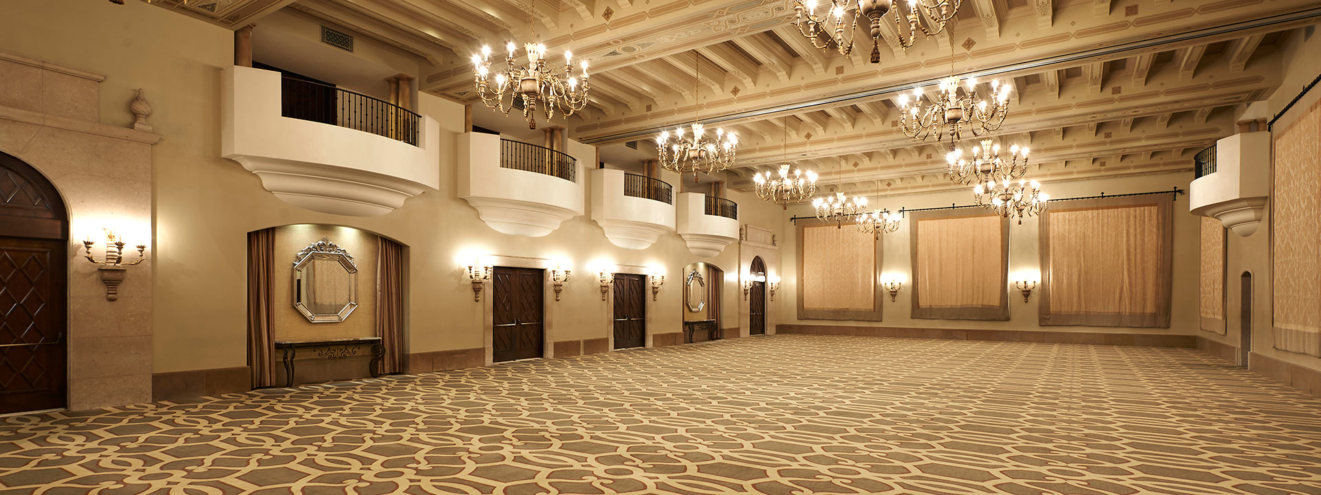 Marquesa's spacious ballroom and opera balconies